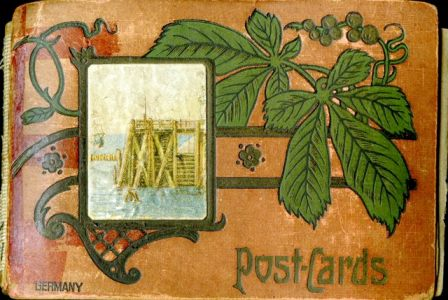 Cover of a red postcard album
