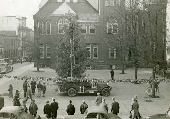 Decorating the Christmas tree in Courthouse Square, Morgantown