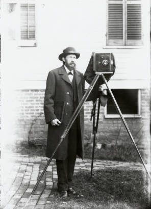 Outdoor self portrait of Thomas Dwight Biscoe with his camera