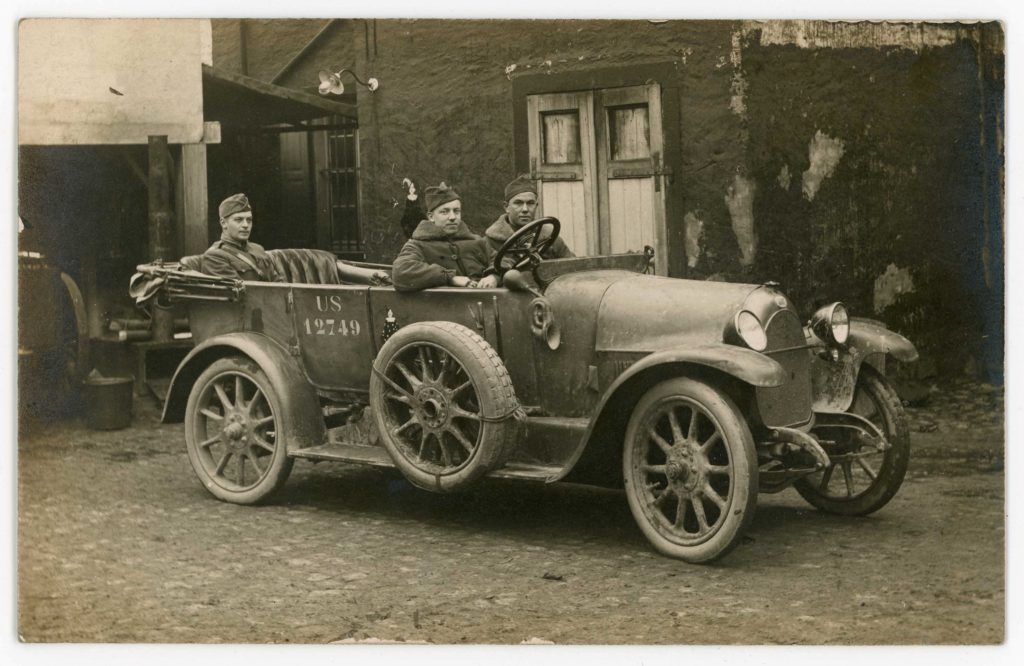 Aero squadron captain with two other soldiers in an old car
