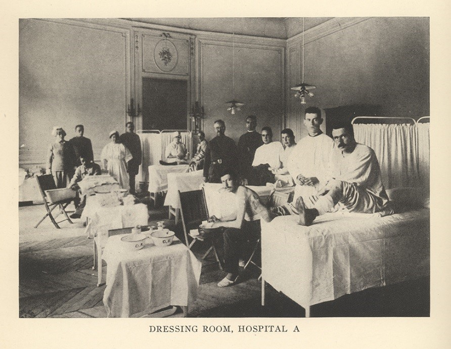 "Interior view of ""dressing room"" at Hospital A at Base Hospital 32, Contrexeville, showing a group of soldiers and staff"