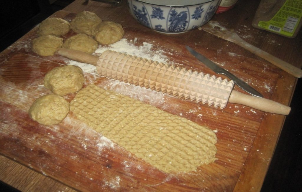 Linden Sweden Deep Notched rolling pin with dough