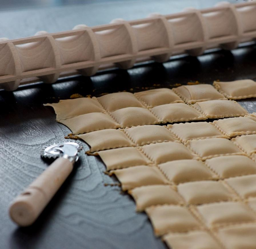 Ravioli rolling pin with dough