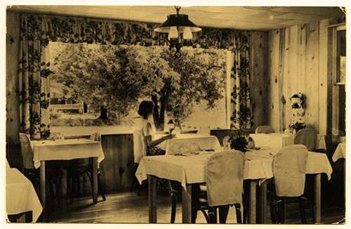 Dining room of the Hermitage Inn, Petersburg, West Virginia